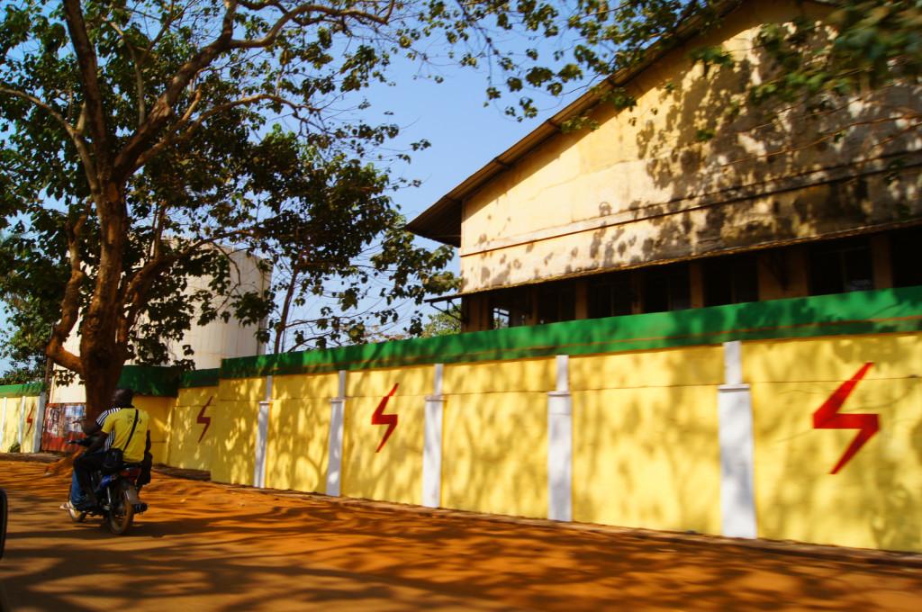 Забор элеткростанции - Гвинея