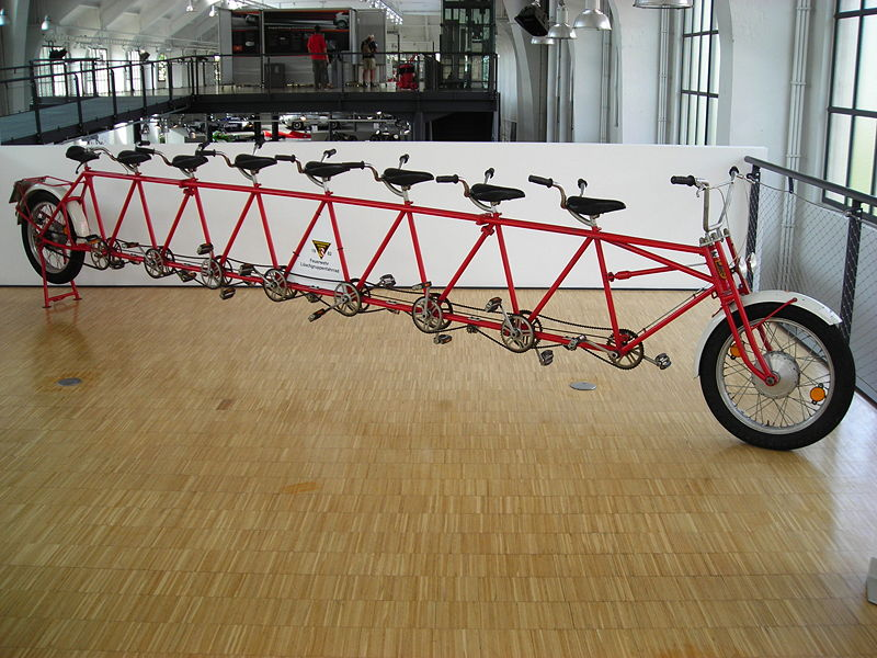 800px-BF_Nürnberg-Löschgruppen-Fahrrad
